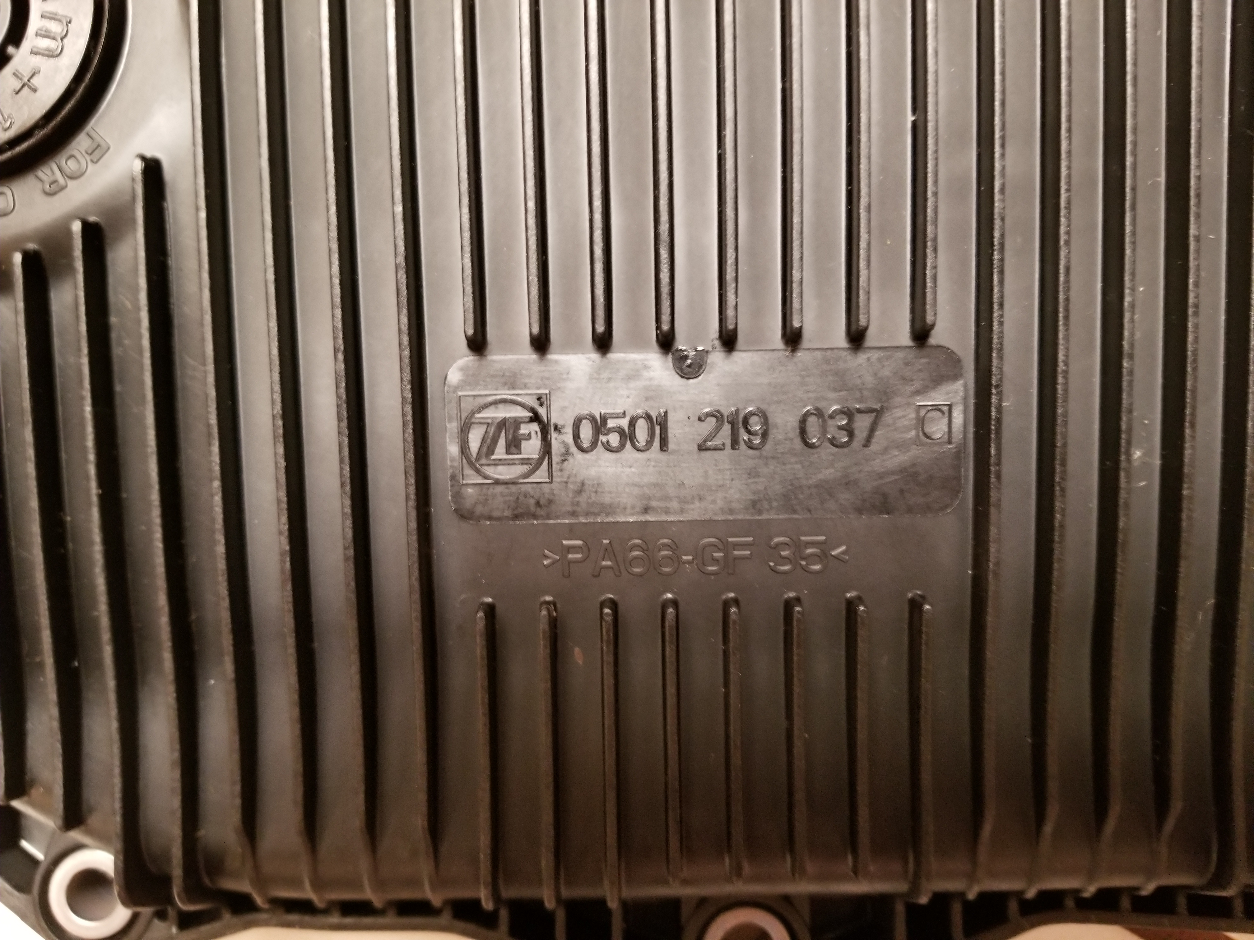 ZF 8HP plastic transmission pan differences-20180913_165353.jpg