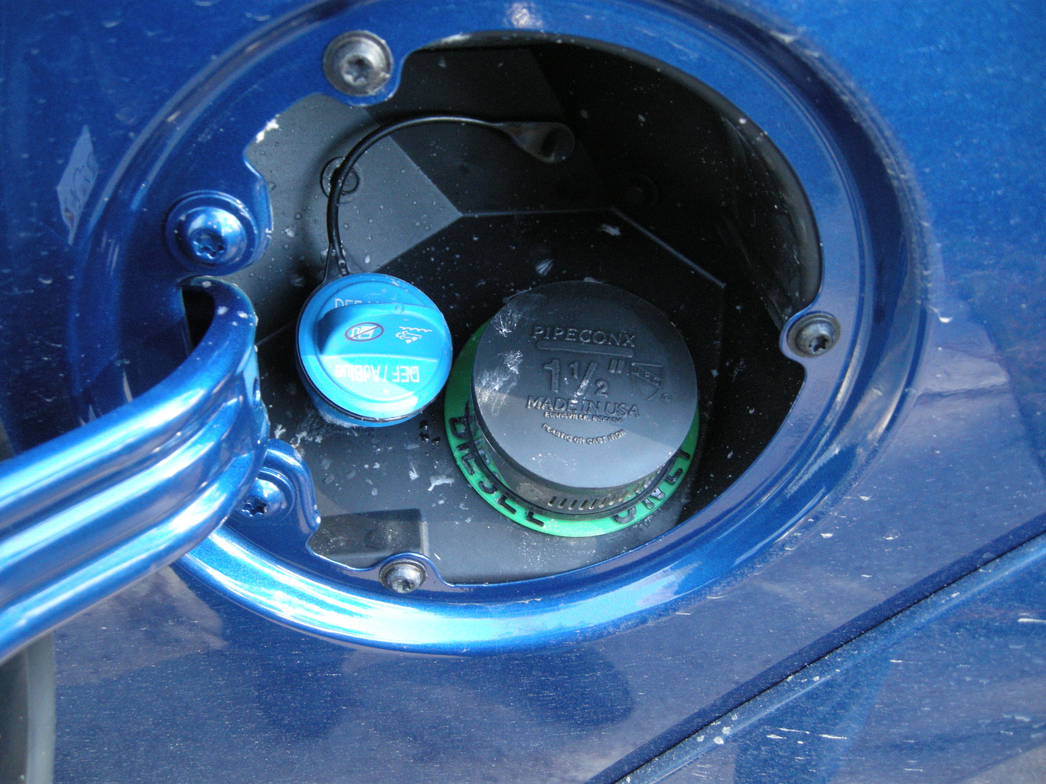 Use of fuel cap on capless Rams!-dscn0132.jpg