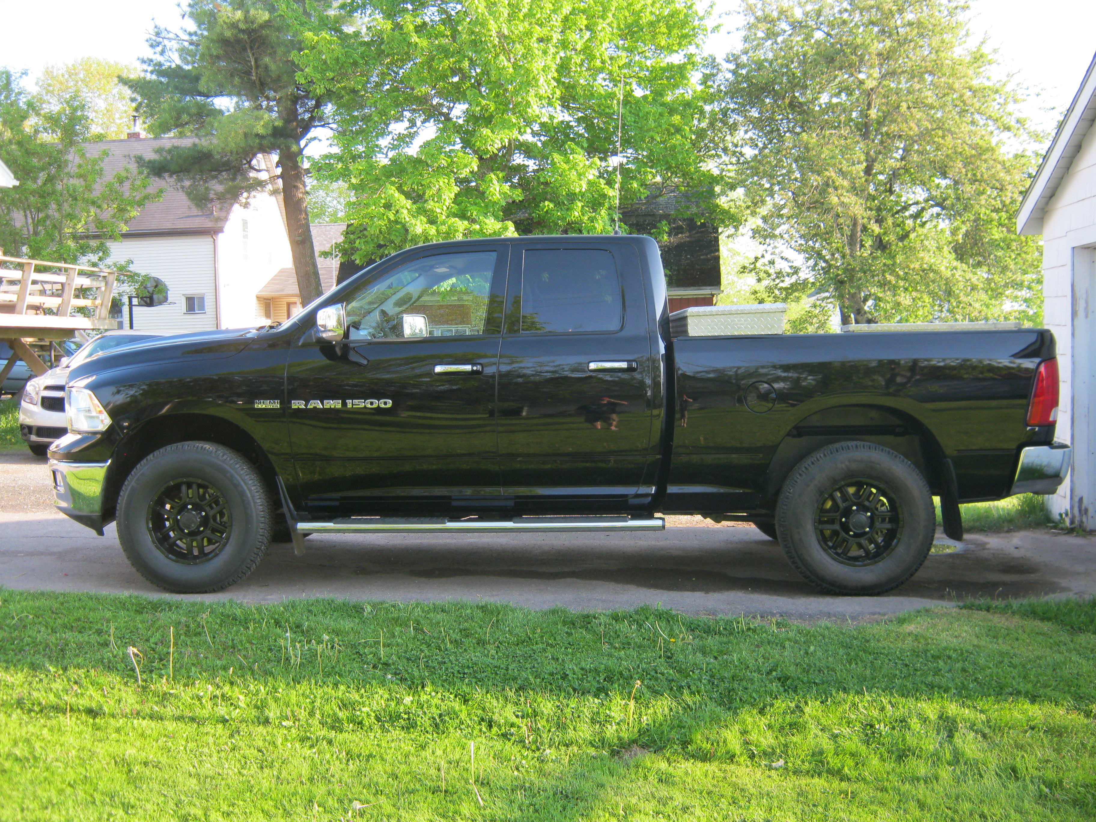 Dodge Ram Forum >> I need pics of truck with 285/70/17s!!!