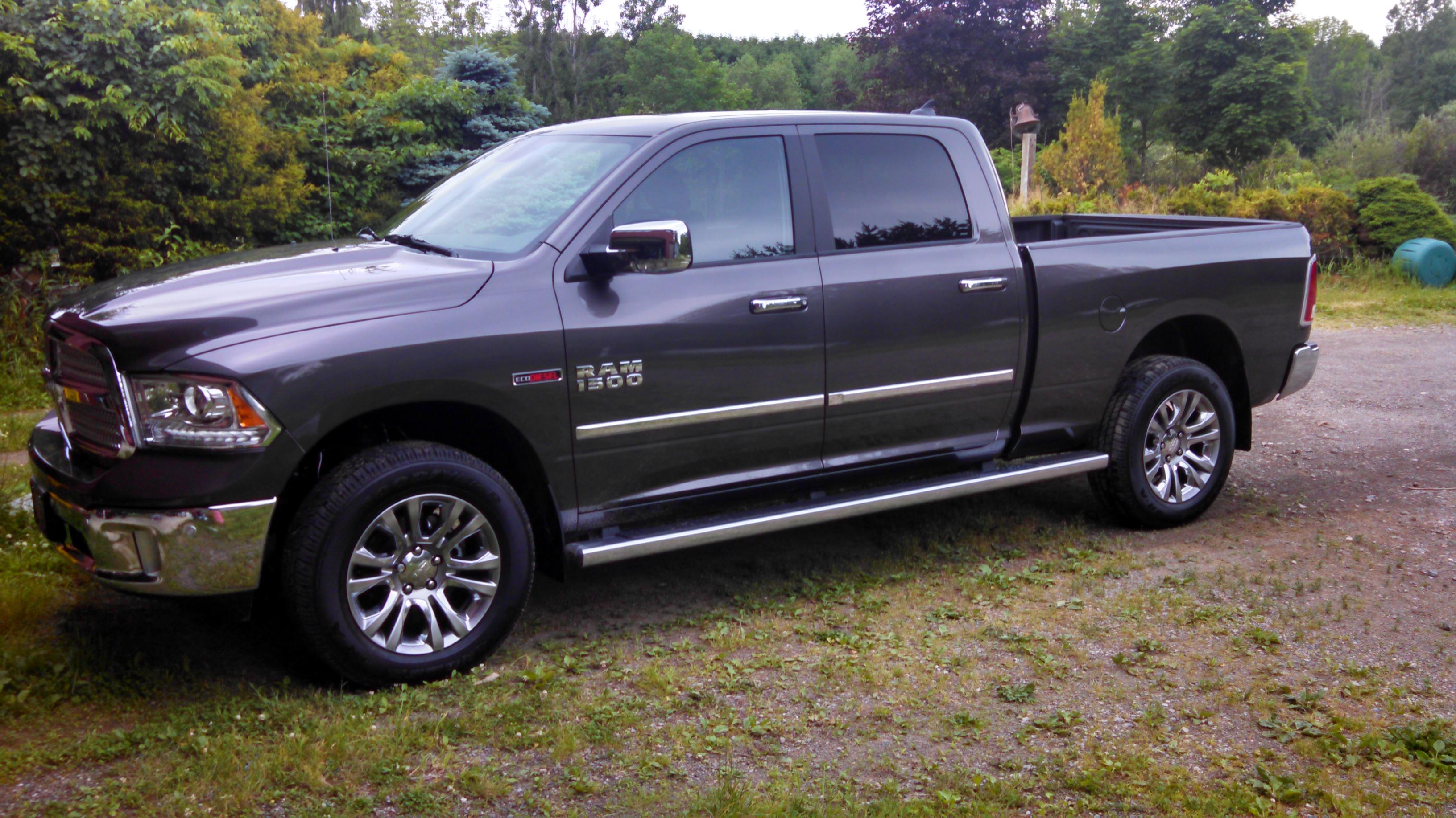 2015 Ram 2500 >> limited trim running boards on 6'4 box