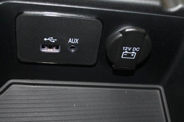 USB/AUX arm rest module-plugs-available-console.jpg